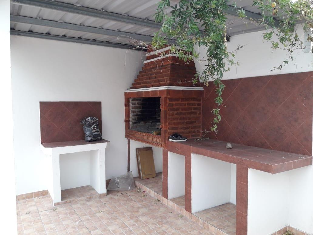 Casa En Alquiler De 3 Amb C Cochera Patio Y Terraza