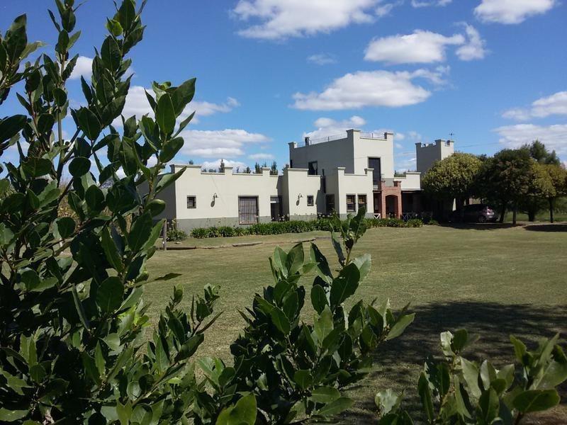 casa en alquiler en 152 e/ 458 y 467 city bell - alberto dacal propiedades