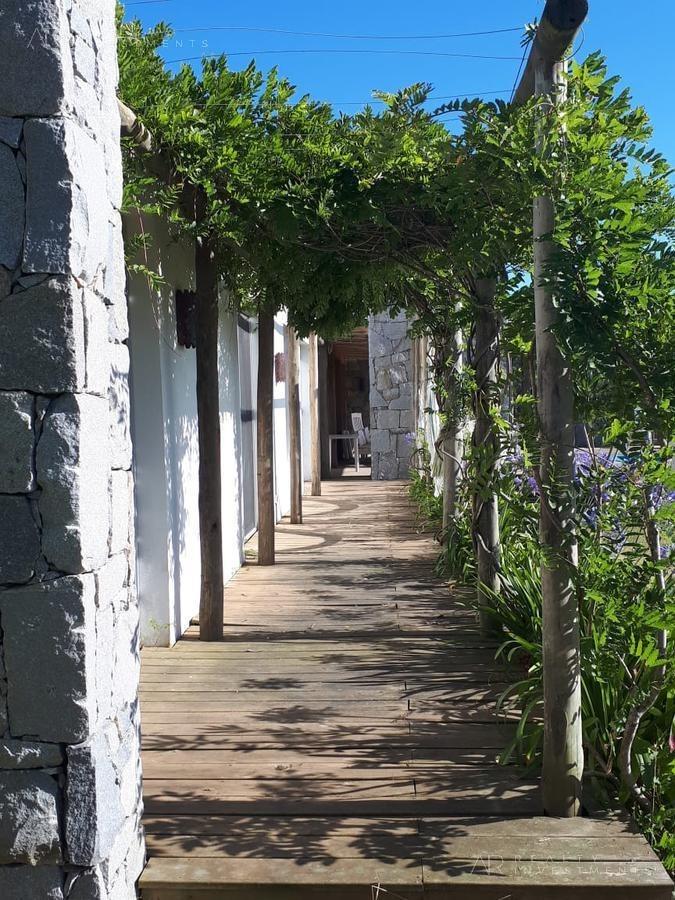 casa en alquiler en jose ignacio, barrio semi-cerrado pueblo san vicente