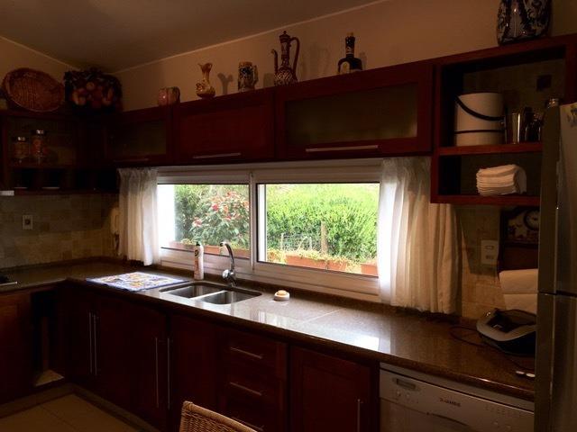 casa en alquiler por temporada de de 3 dormitorios en pinares
