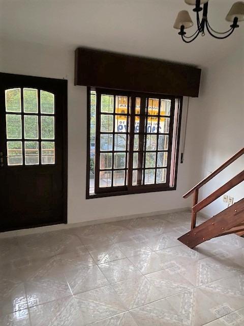 casa en alquiler prox br. y burgues, 2 dorm+entrepiso+terraz