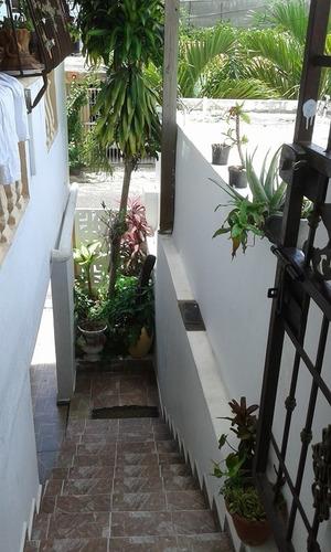 casa en autopista de san isidro atras de plaza villa españa