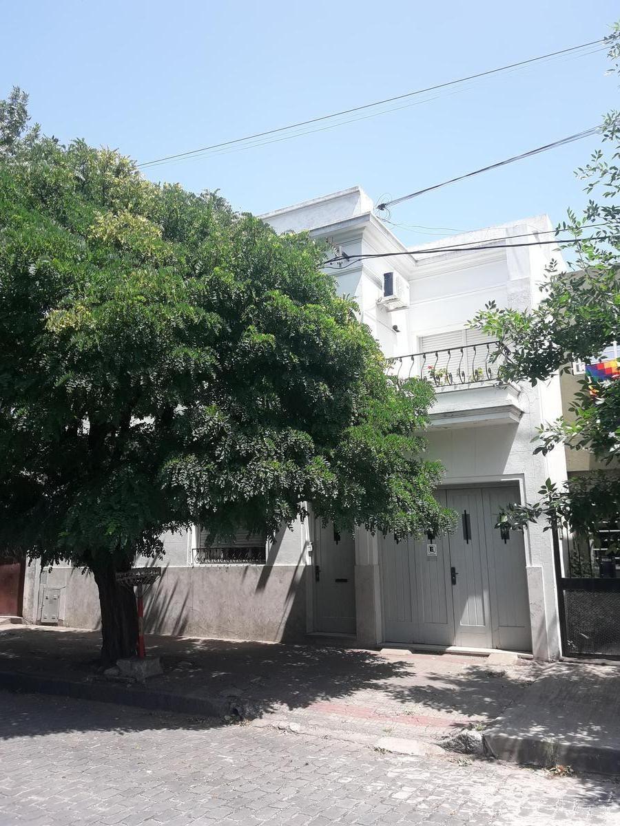 casa en b. hipodromo 39 1 y 115. 4 hab.