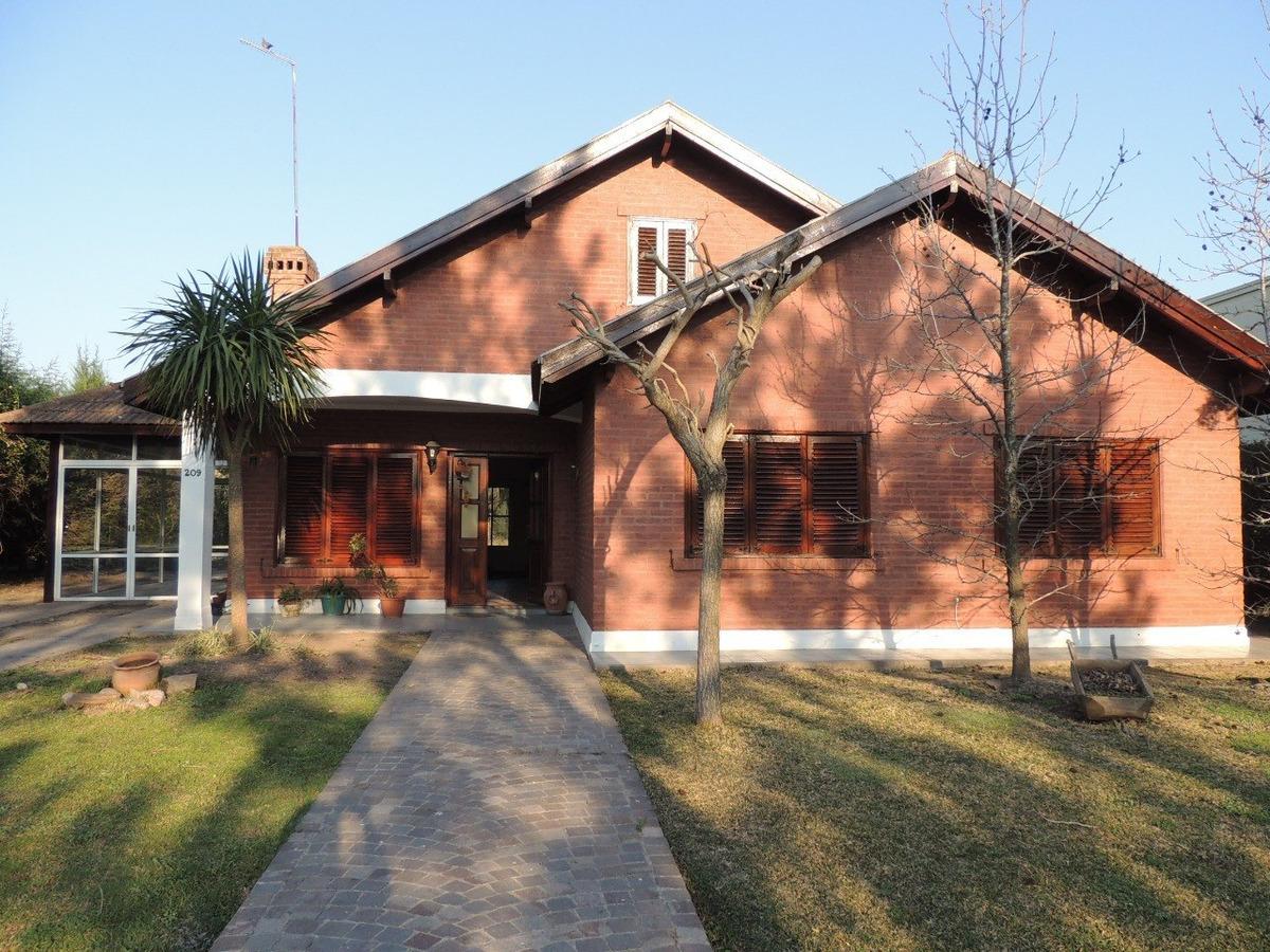 casa en barrio echeverría del lago canning
