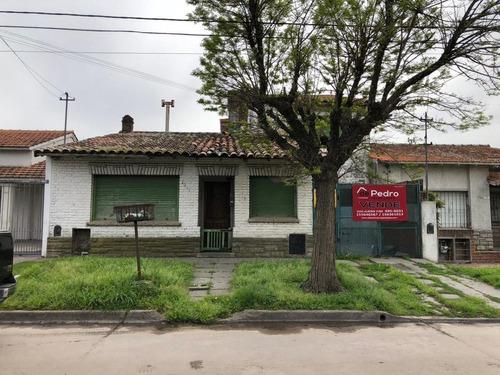 casa en barrio el progreso a reciclar en venta!