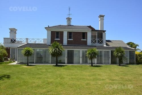 casa en barrio privado, 3 dormitorios, dependencia de servicio, garaje, jardín, seguridad, golf, piscina, gimnasio