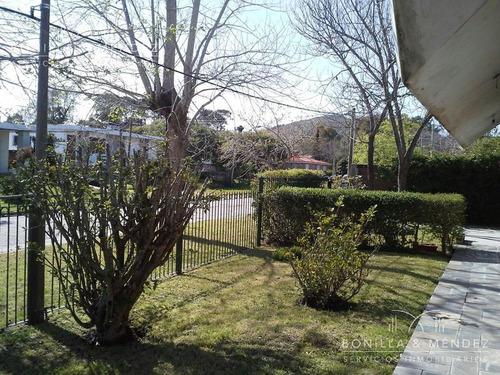 casa en barrio residencial de piriápolis