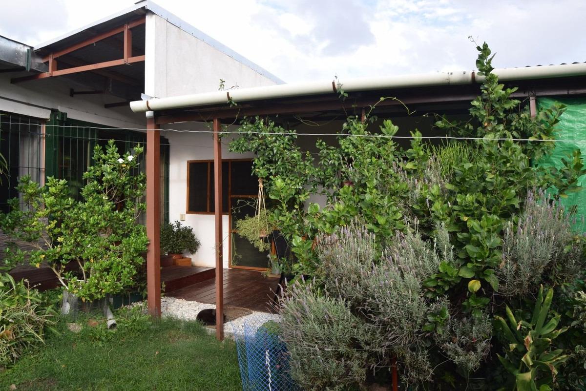 casa en buen estado con hermoso jardin