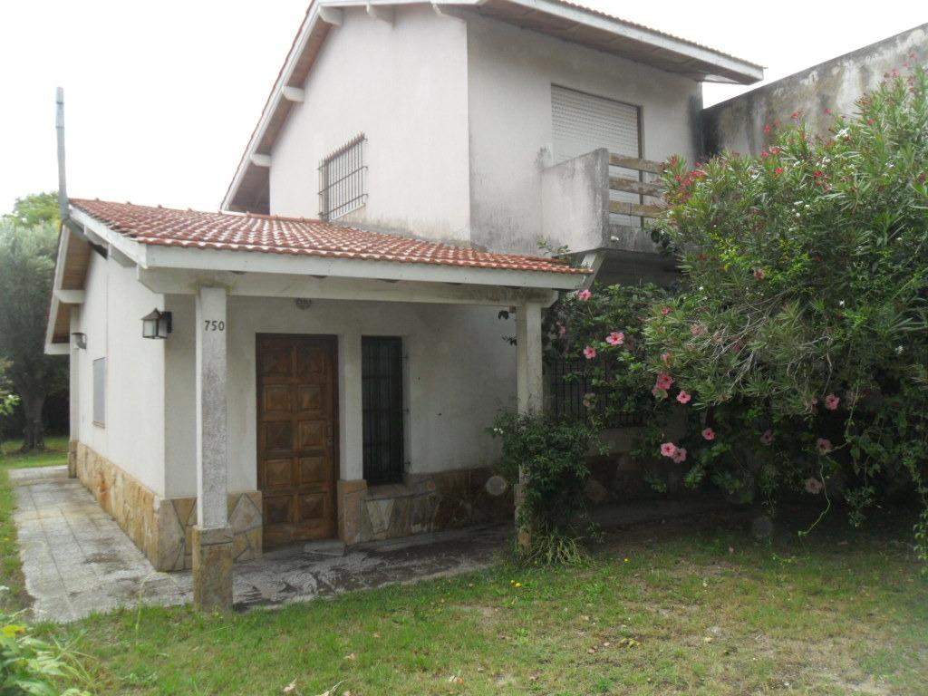 casa en calle 50 e/ 6 y 44 (cod. 881)