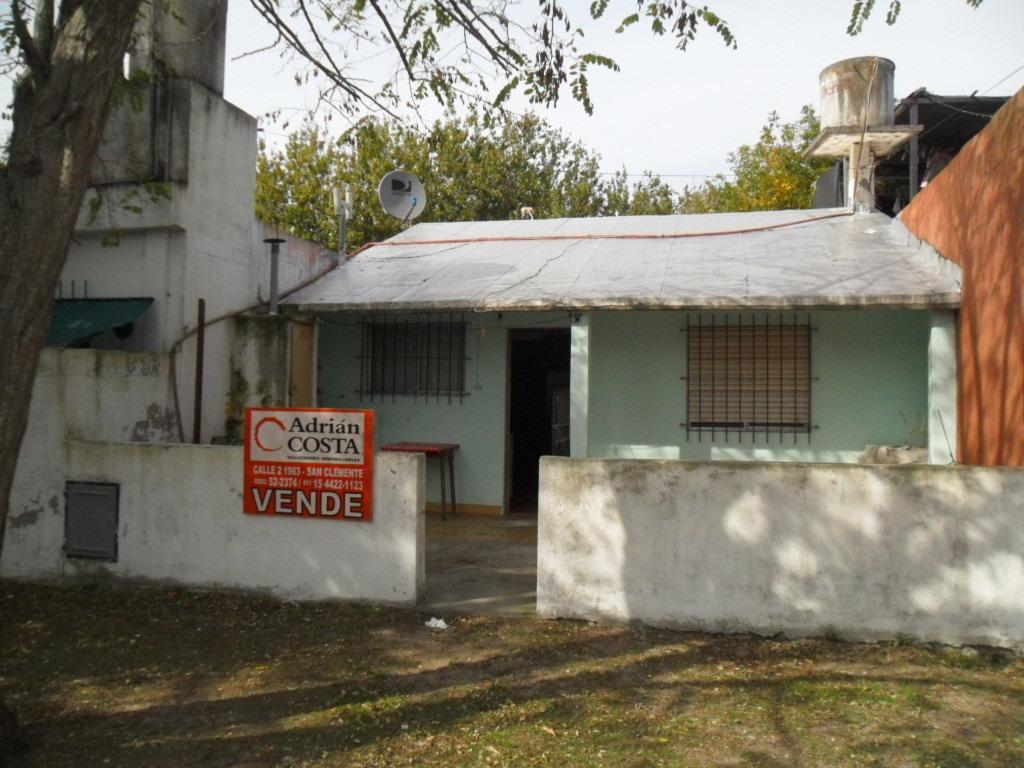 casa  en calle 75 e/ 8 y 9 (cod. 998)