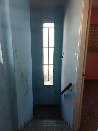 casa en campana centro en venta. 3 dormitorios. construccion noble, a refaccionar.