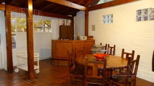casa en campos de echeverría con quincho cerrado y pileta