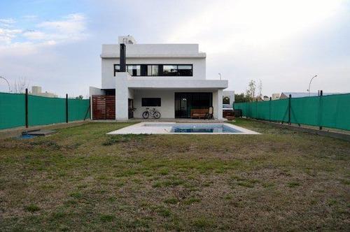 casa en  cañuelas village