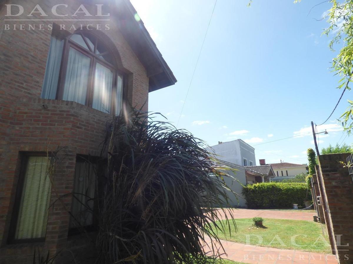 casa en city bell calle 484 e/ 23 y 24 - dacal bienes raices