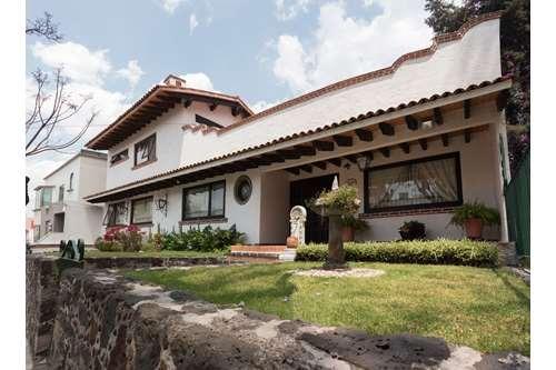 casa en colonial satelite con jardín