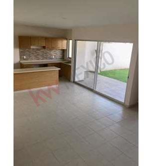 casa en condominio en venta, ubicación accesible, con seguridad.