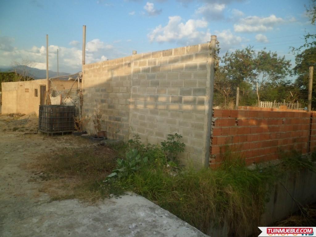 casa en construcción en urbanismo guasimal