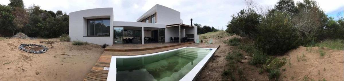 casa en costa esmeralda - 8 personas - pileta