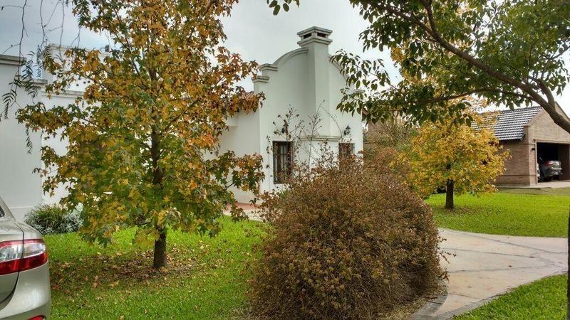 casa en country el viejo algarrobo - córdoba capital