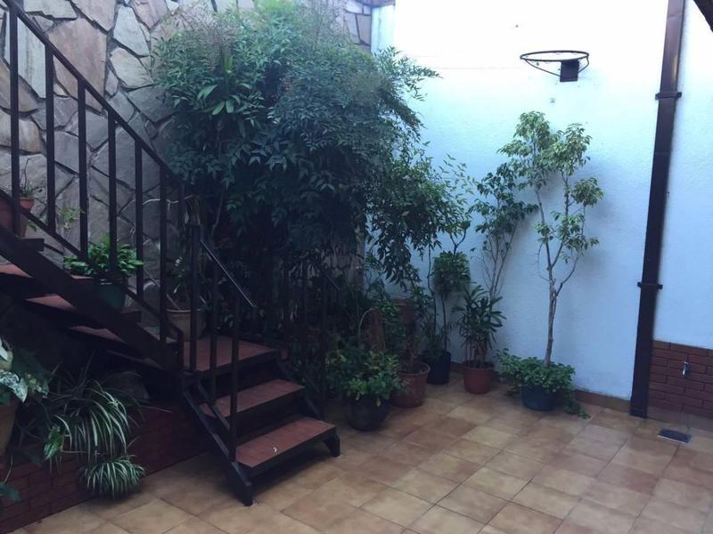 casa en dos plantas con lote propio en excelente estado
