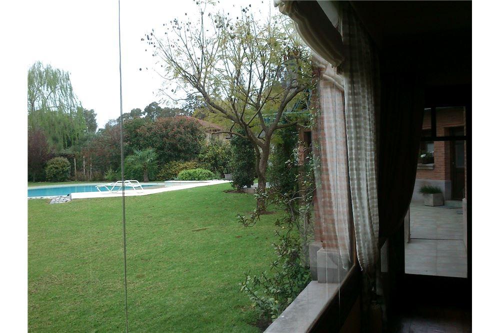 casa en dos plantas vista al lago country abril