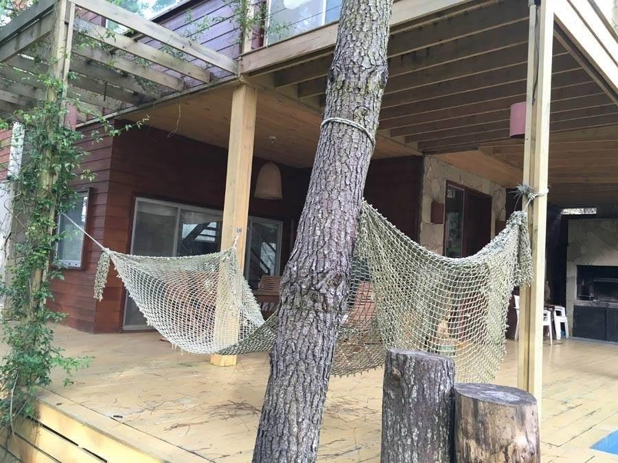 casa en el bosque de pinamar barrio la herradura.