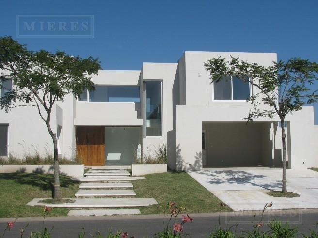 casa en el golf en venta con renta 2/2022 - excelente casa en lote interno - ideal inversión
