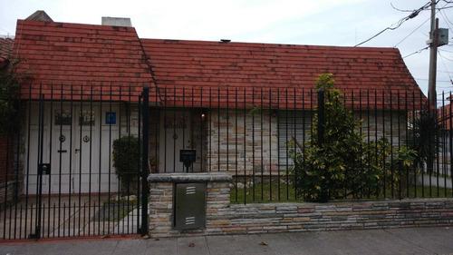 casa en esquina con terraza