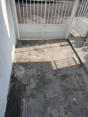 casa en esquina de 2 niveles en col. astilleros