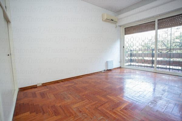 casa  en esquina de 4 ambientes, patio, terraza y garage para 2 autos.