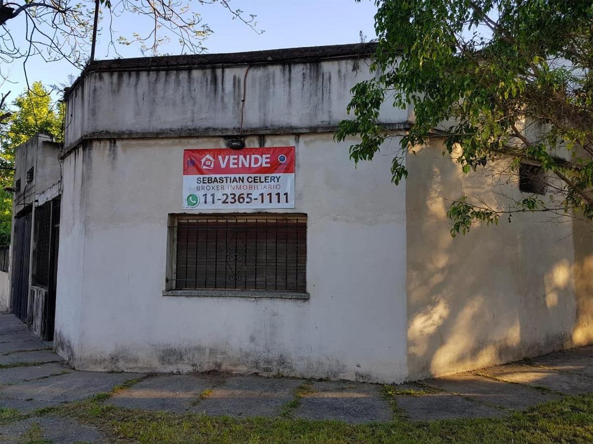 casa en esquina sobre lote propio de 14 x 11 metros