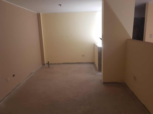 casa en estreno primer piso sala grande un dormitorio cocina