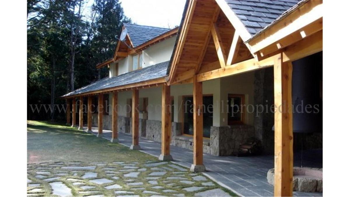 casa en exclusivo b° cerrado muelle de piedra