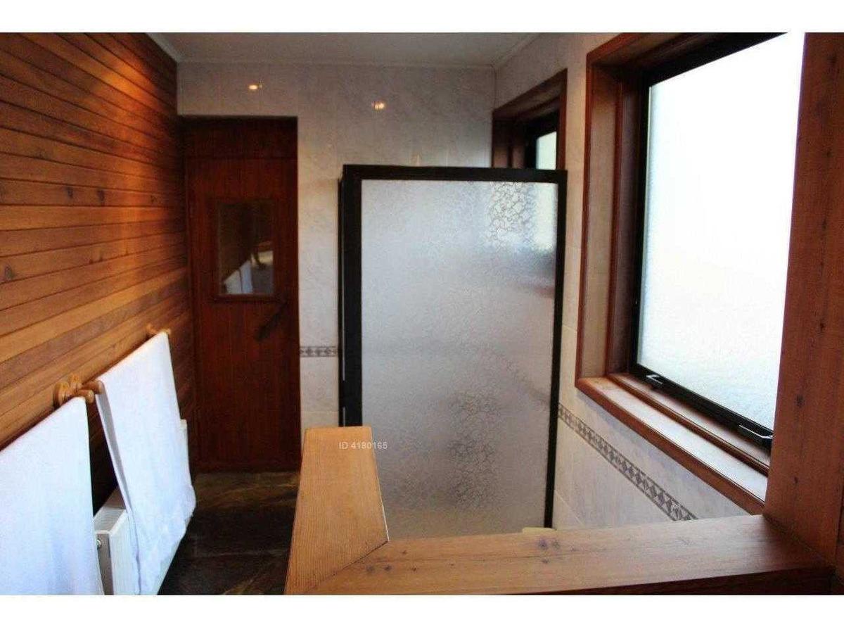 casa en exclusivo condominio a 4 kms. del centro de pucón