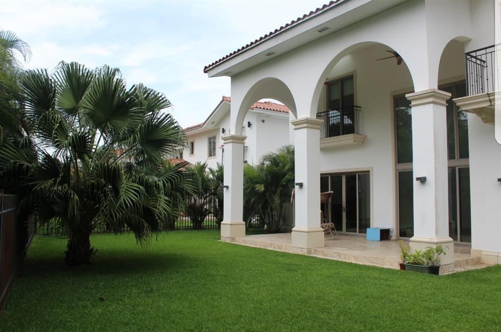 casa en fairway estates en santa maria (id 12490)