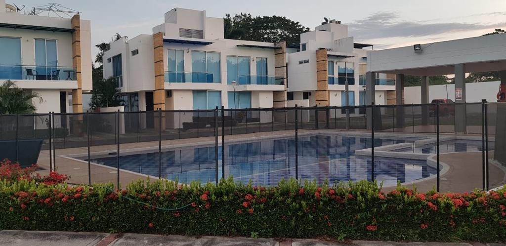 casa en girardot 4 habitaciones 4 baños piscina privada