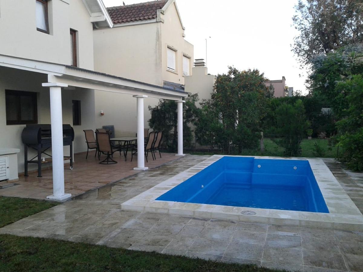 casa en golf country con piscina privada.