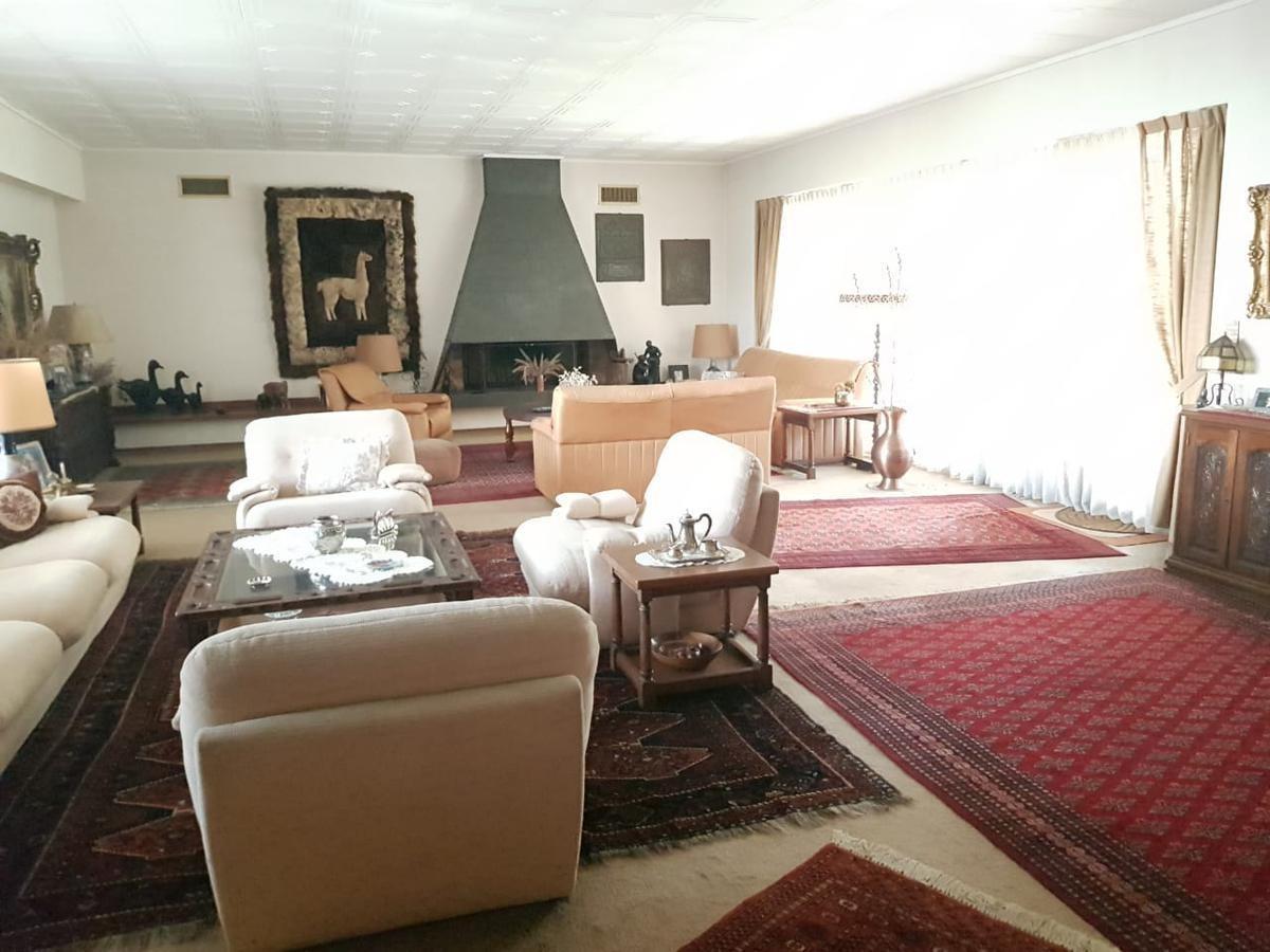 casa en gran lote de 2.000 m2 en lomas jockey - reynolds propiedades