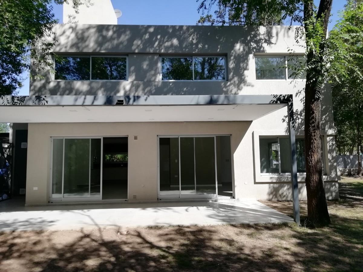 casa en housing 3 dormitorios villa warcalde