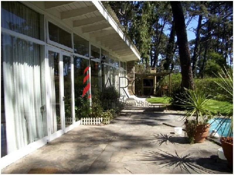 casa en jardines de córdoba 4 dormitorios con piscina-ref:33807