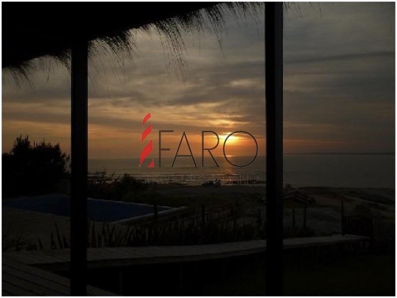 casa en josé ignacio con espectacular vista al mar y 4 dormitorios con piscina-ref:32687