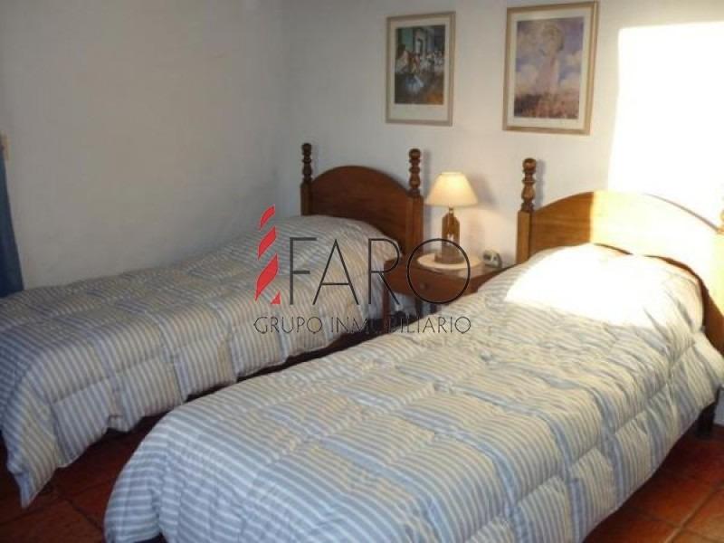 casa en la barra 4 dormitorios y dependencia con piscina y parrillero-ref:33584