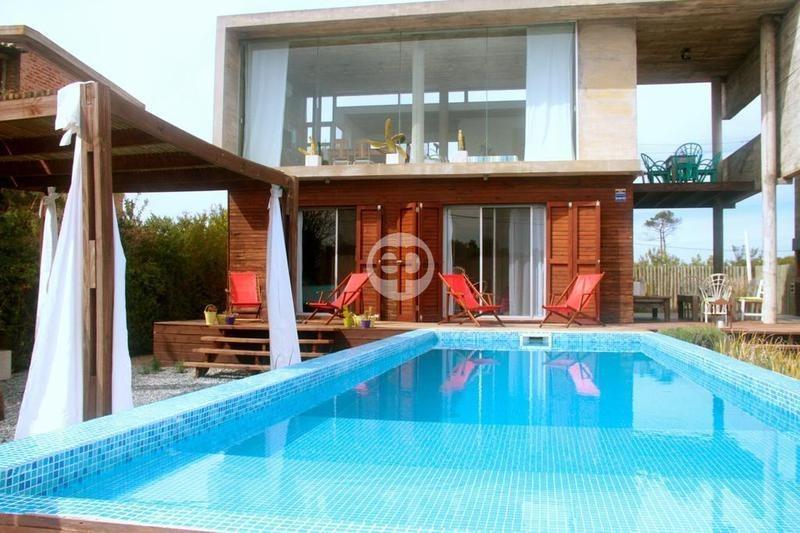 casa en la juanita con piscina