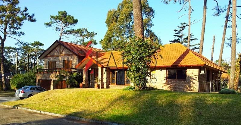 casa en la mansa 3 dormitorios y dependencia con barbacoa y amplio jardín-ref:36223