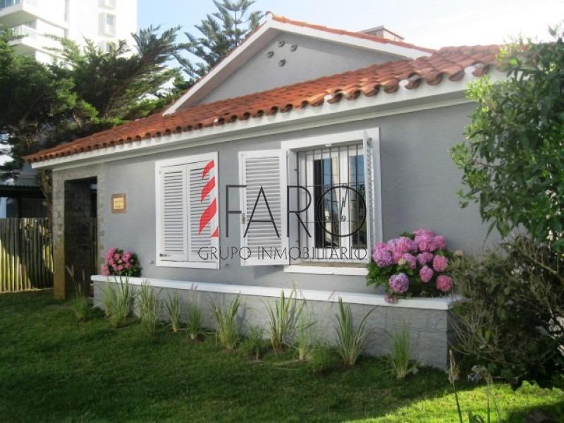 casa en la mansa 3 dormitorios y dependencia, jardín con parrillero-ref:33814