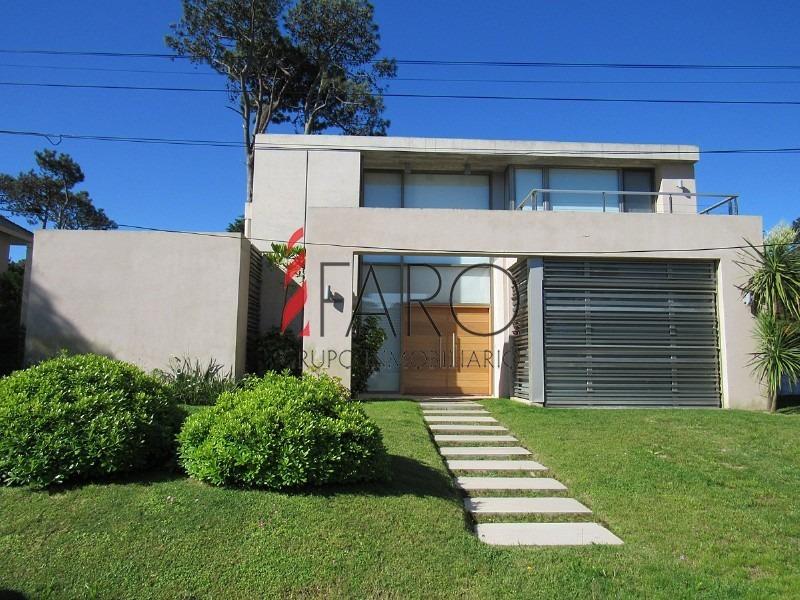 casa en la mansa 4 dormitorios y dependencia con piscina y parrillero-ref:35949