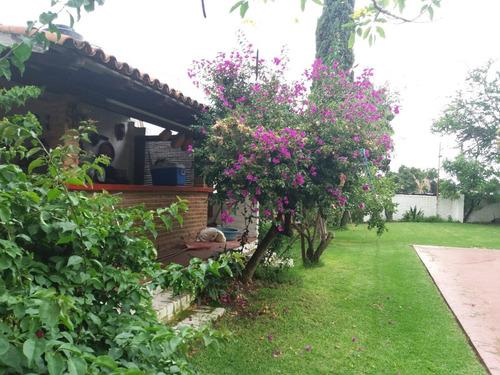 casa en la primavera con terraza