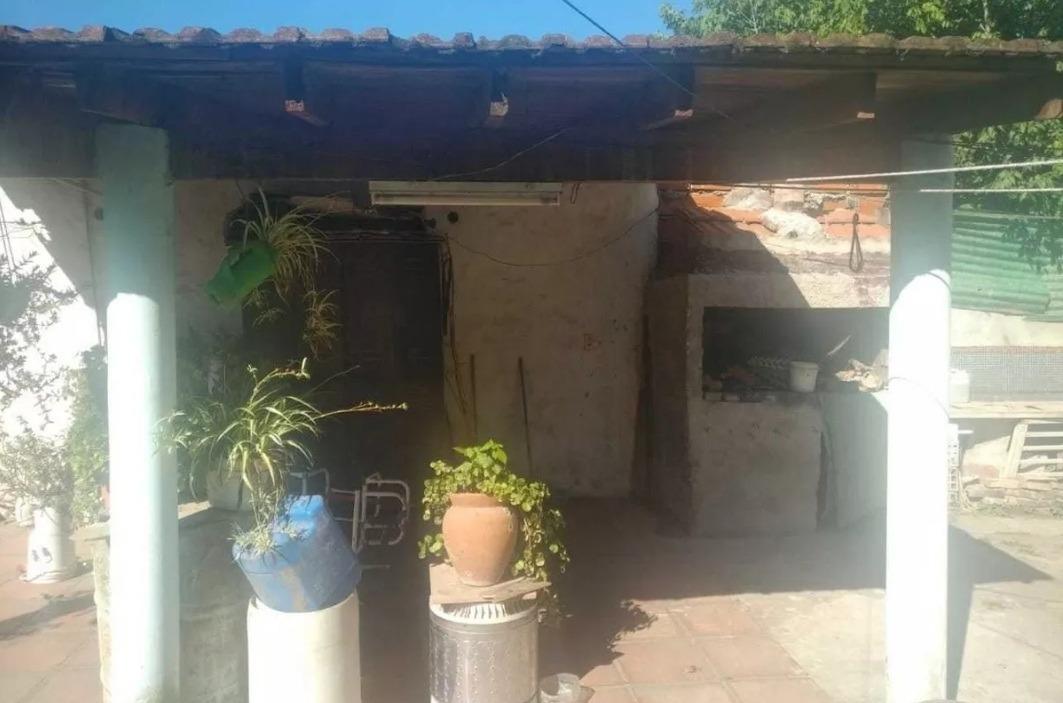casa en la reja moreno con pileta en amplio lote ****