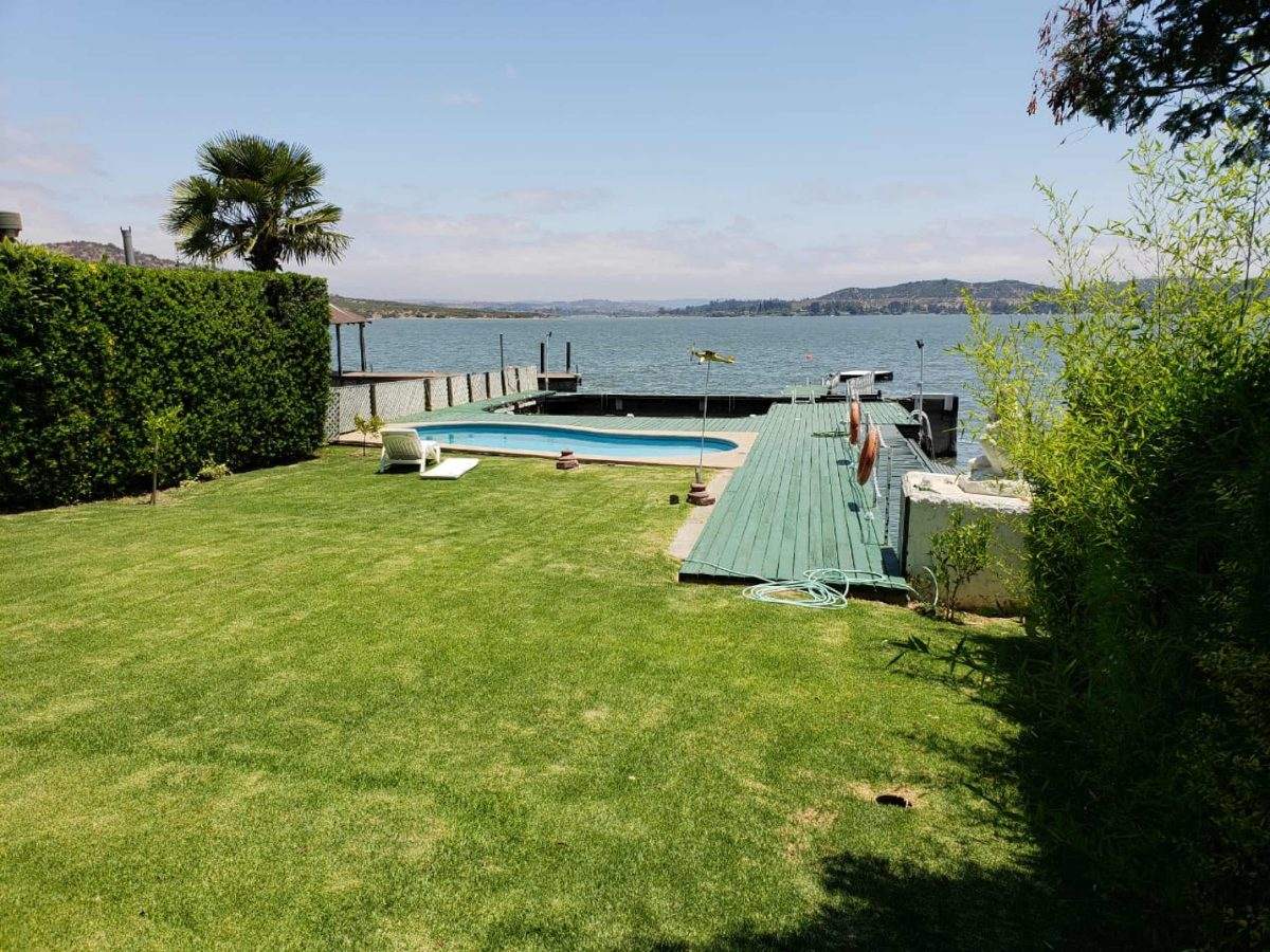 casa en lago rapel