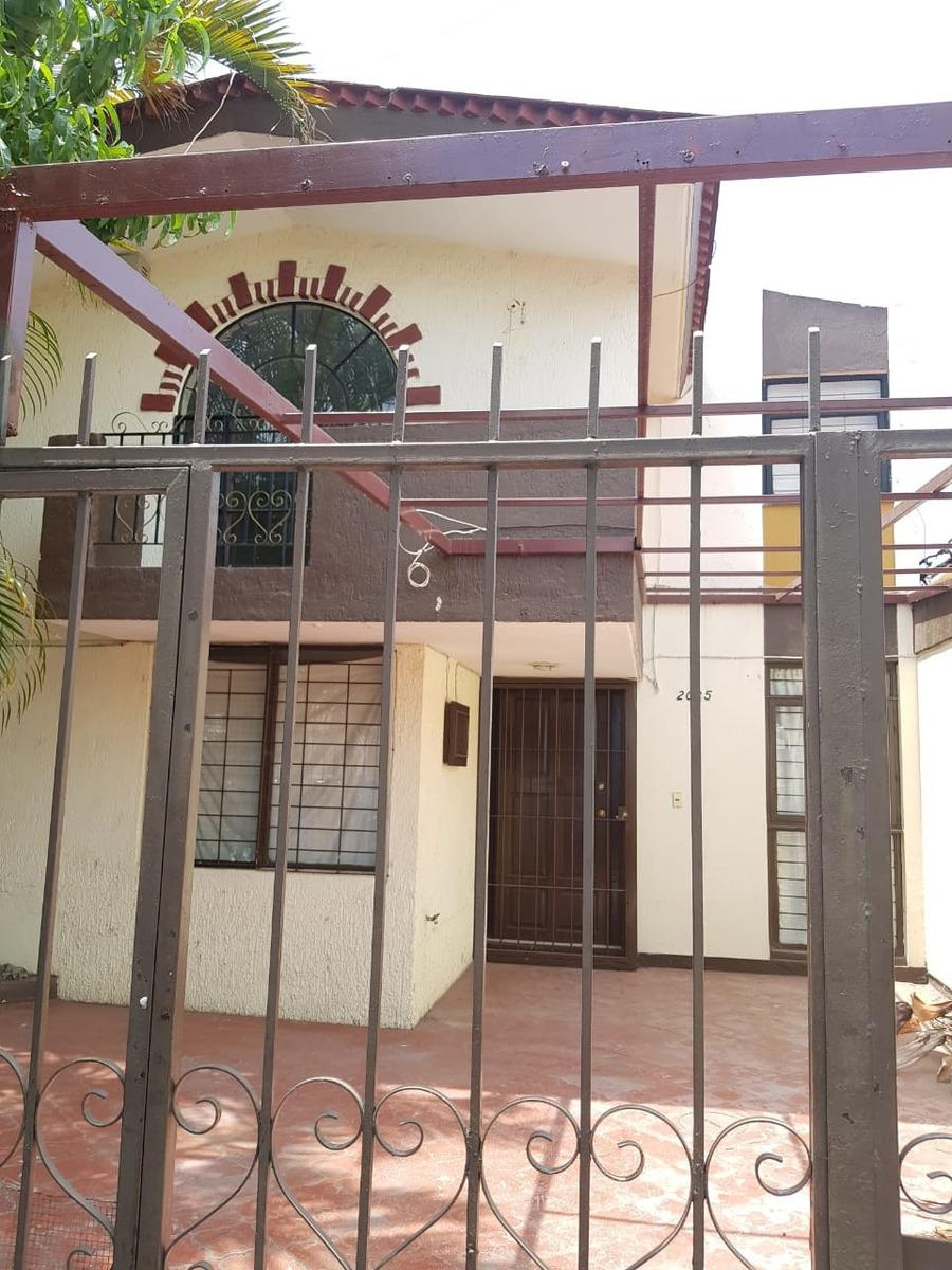 casa en las aguilas bien ubicada con uso comercial